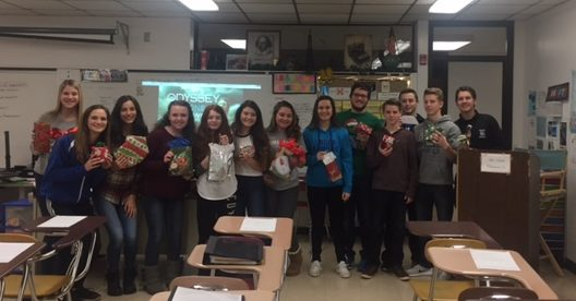 Students in Honors English 10 participated in a White Elephant Gift Exchange and Writing Activity before break.